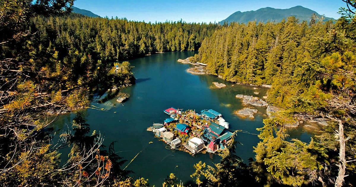 Un couple d'artistes construit sa propre île au Canada